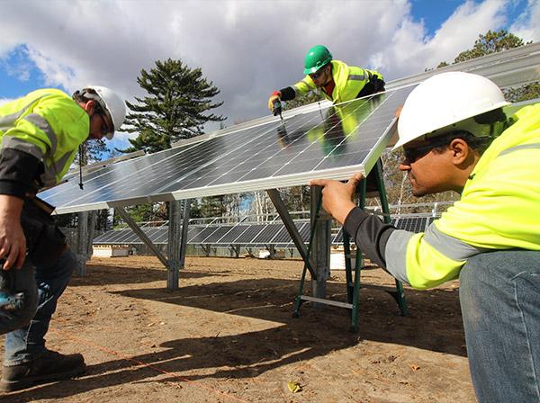 Solar creates new jobs across the U.S. Credit: Jason Edens